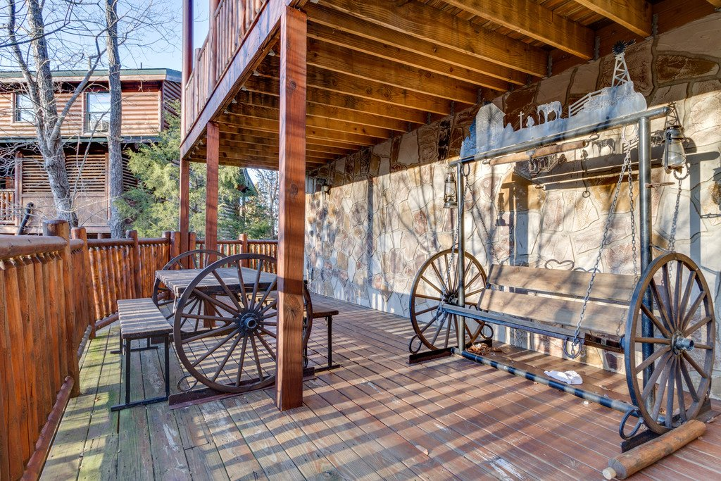 Photo of a Pigeon Forge Cabin named Crazy Horse - This is the fifty-second photo in the set.