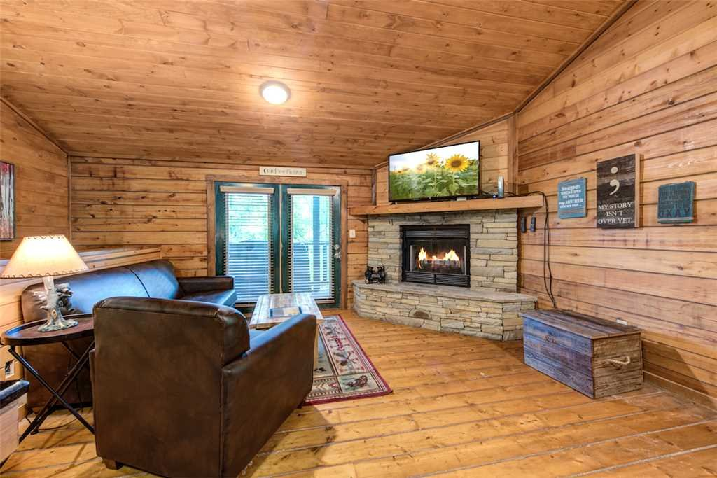 Photo of a Pigeon Forge Cabin named Simply Serene - This is the second photo in the set.