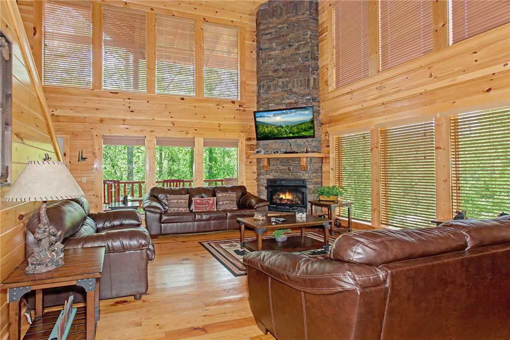 Photo of a Pigeon Forge Cabin named Beary Dee-lightful - This is the first photo in the set.
