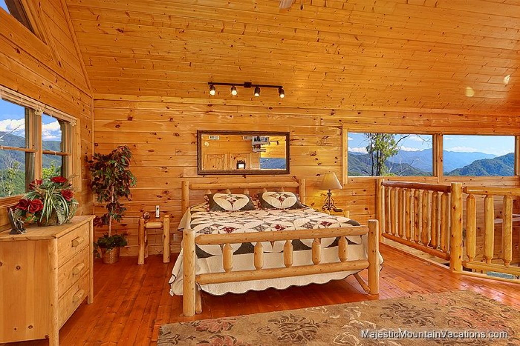 Photo of a Pigeon Forge Cabin named 50 Mile View - This is the fifth photo in the set.
