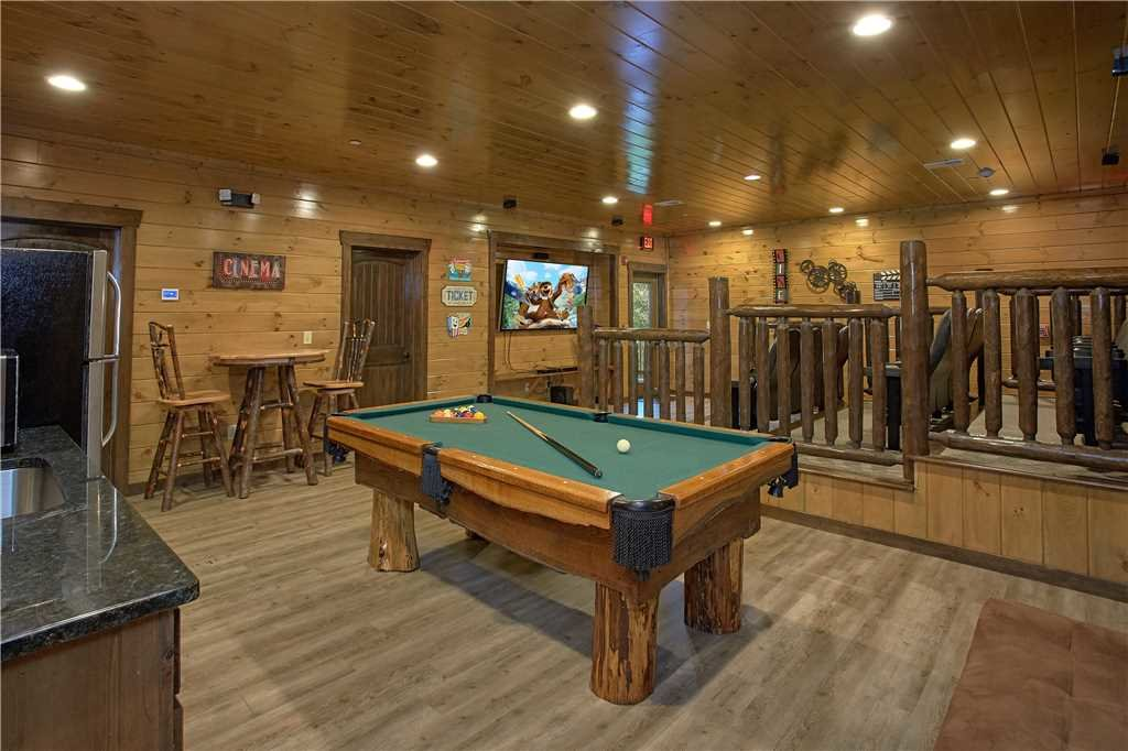 Photo of a Pigeon Forge Cabin named Mountain Splash Lodge - This is the fourth photo in the set.