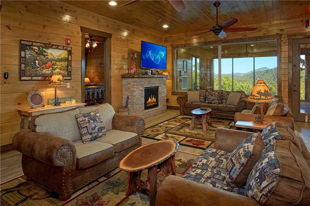 Photo of a Pigeon Forge Cabin named Mountain Splash Lodge - This is the eighth photo in the set.
