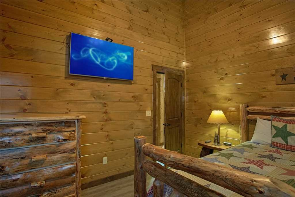 Photo of a Pigeon Forge Cabin named Mountain Splash Lodge - This is the twenty-ninth photo in the set.