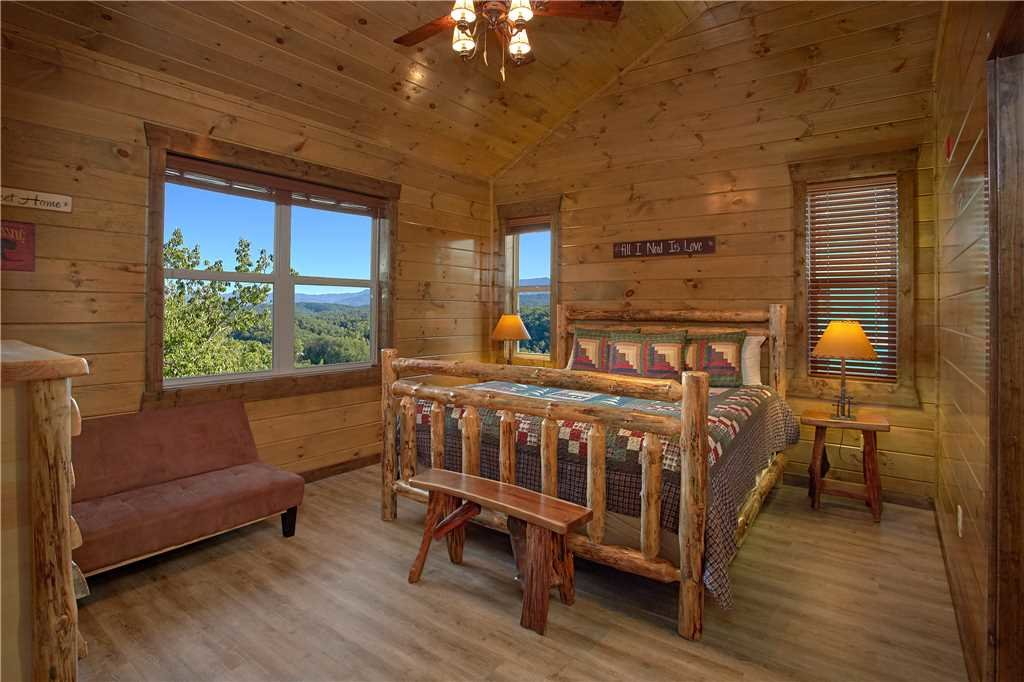 Photo of a Pigeon Forge Cabin named Mountain Splash Lodge - This is the twenty-fifth photo in the set.