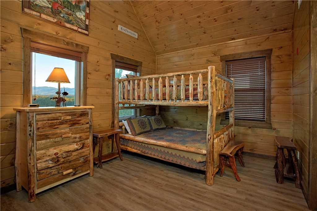 Photo of a Pigeon Forge Cabin named Mountain Splash Lodge - This is the twenty-fourth photo in the set.