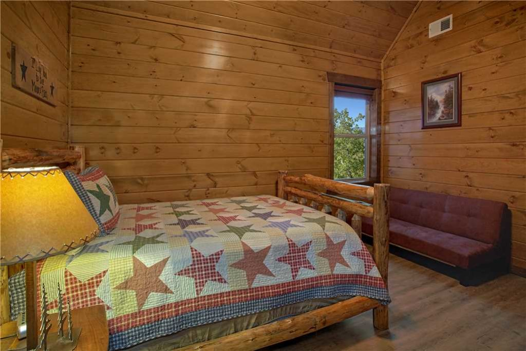 Photo of a Pigeon Forge Cabin named Mountain Splash Lodge - This is the twenty-eighth photo in the set.