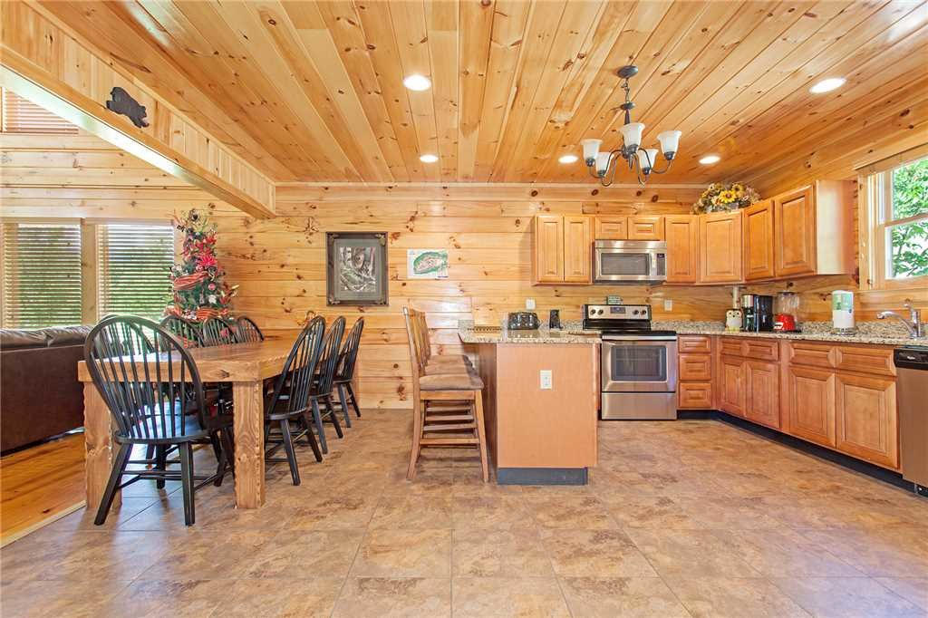 Photo of a Pigeon Forge Cabin named Beary Dee-lightful - This is the third photo in the set.
