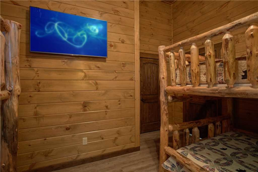 Photo of a Pigeon Forge Cabin named Mountain Splash Lodge - This is the thirty-first photo in the set.