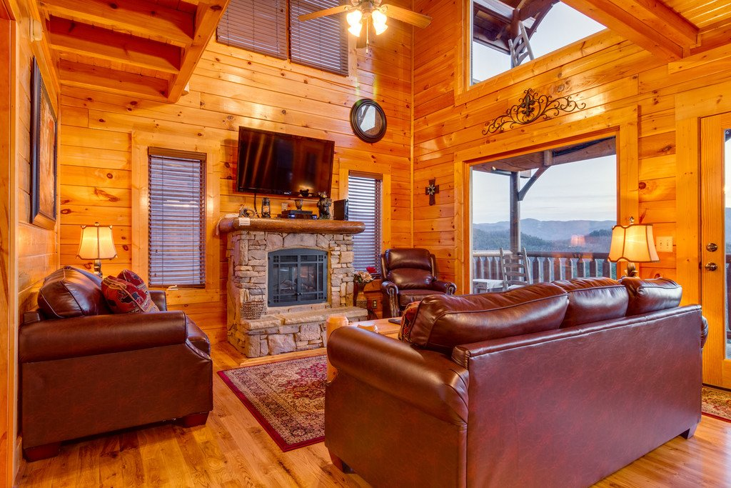 Photo of a Pigeon Forge Cabin named Misty Mountain - This is the second photo in the set.