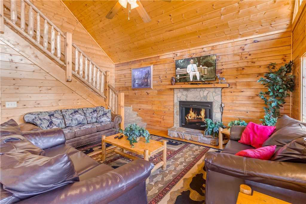 Photo of a Pigeon Forge Cabin named Big Bear Lodge Ii - This is the second photo in the set.