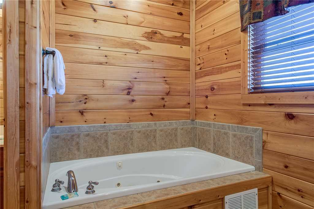 Photo of a Gatlinburg Cabin named Mountain View Lodge - This is the twenty-first photo in the set.