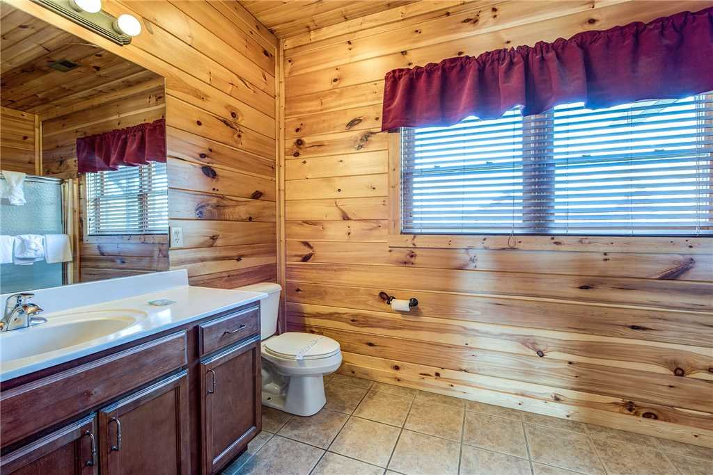 Photo of a Gatlinburg Cabin named Mountain View Lodge - This is the twenty-fourth photo in the set.