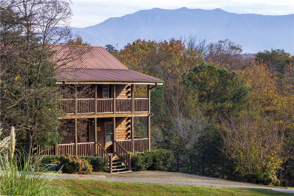Photo of a Pigeon Forge Cabin named Big Bear Lodge Ii - This is the first photo in the set.