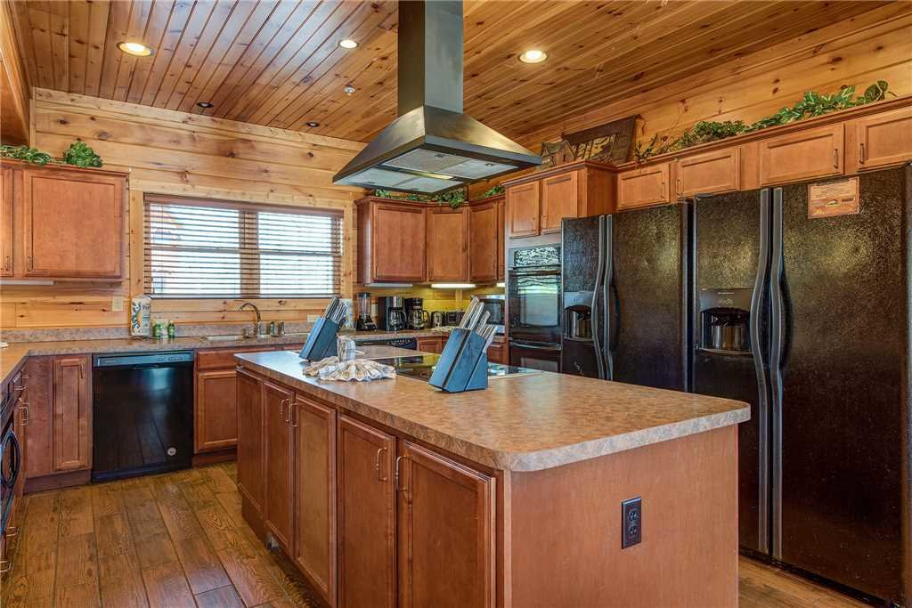 Photo of a Gatlinburg Cabin named Mountain View Lodge - This is the eighth photo in the set.