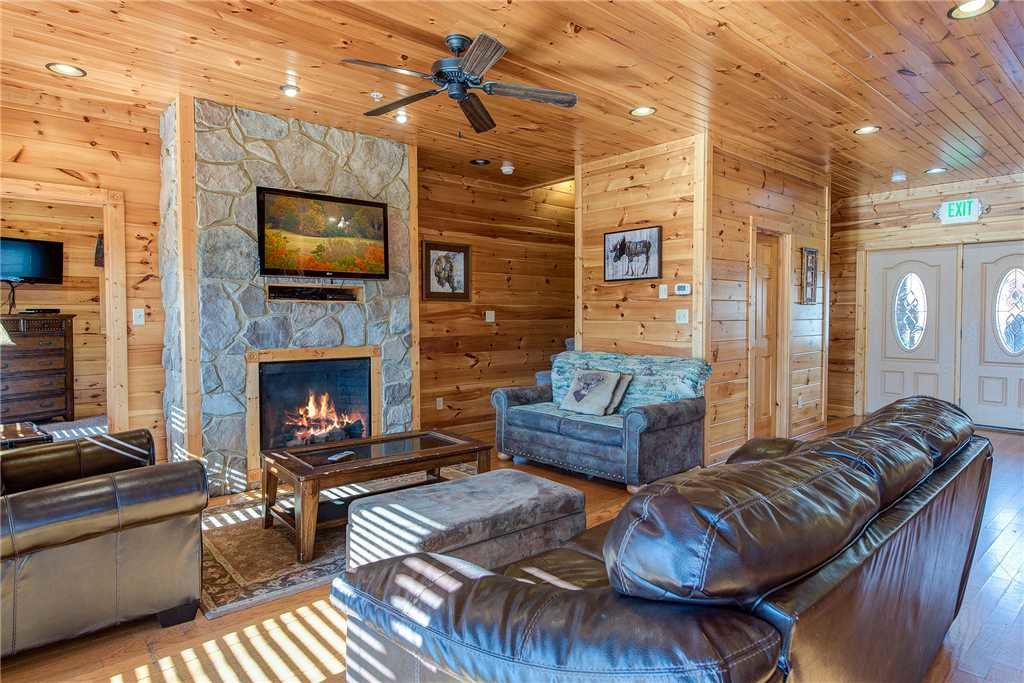 Photo of a Gatlinburg Cabin named Mountain View Lodge - This is the fourth photo in the set.
