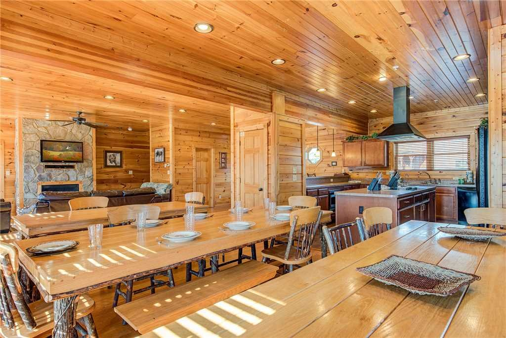 Photo of a Gatlinburg Cabin named Mountain View Lodge - This is the sixth photo in the set.