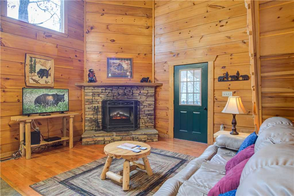 Photo of a Gatlinburg Cabin named Bearadise - This is the second photo in the set.