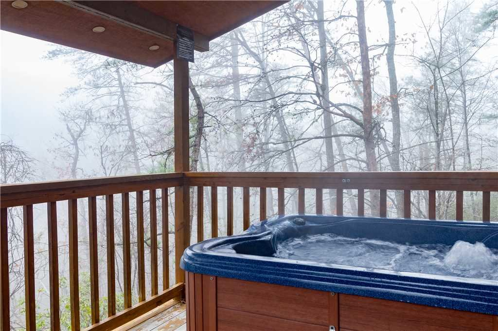 Photo of a Gatlinburg Cabin named Bearadise - This is the third photo in the set.
