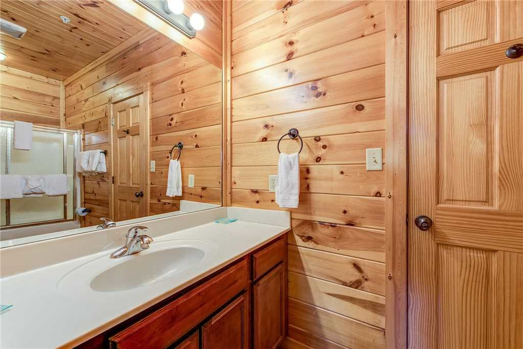 Photo of a Gatlinburg Cabin named Mountain View Lodge - This is the thirty-second photo in the set.