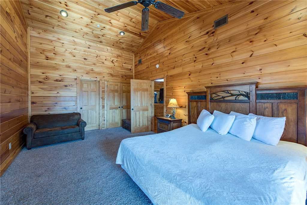 Photo of a Gatlinburg Cabin named Mountain View Lodge - This is the twenty-third photo in the set.