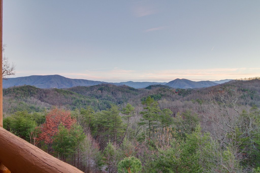 Photo of a Pigeon Forge Cabin named Misty Mountain - This is the thirty-second photo in the set.