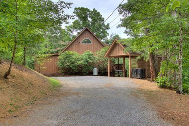 Pigeon Forge Chalet with game room, multiple screened in decks, hot tub, and beautiful Master Bedroom