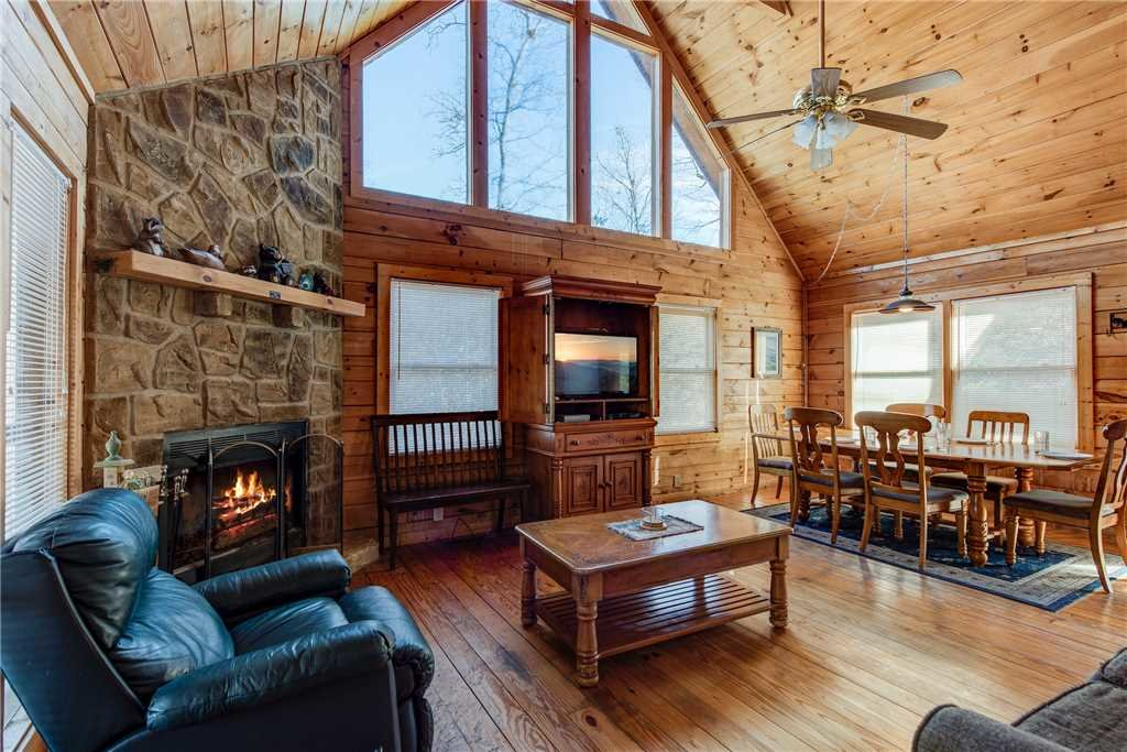 Photo of a Pigeon Forge Cabin named Cocoa Bear - This is the first photo in the set.