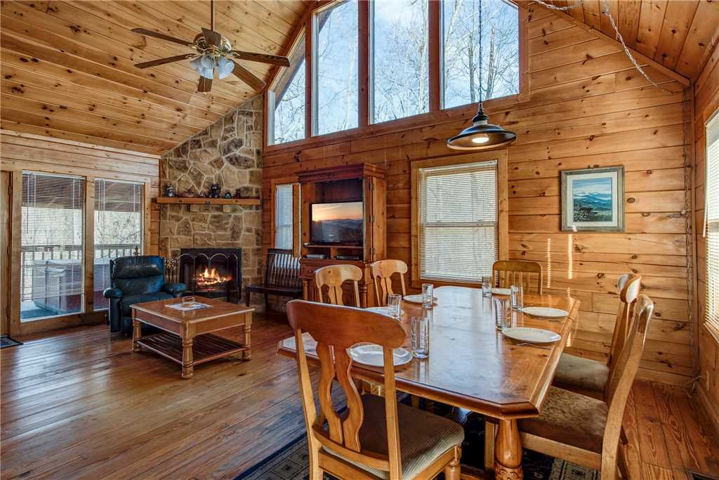 Photo of a Pigeon Forge Cabin named Cocoa Bear - This is the fourth photo in the set.