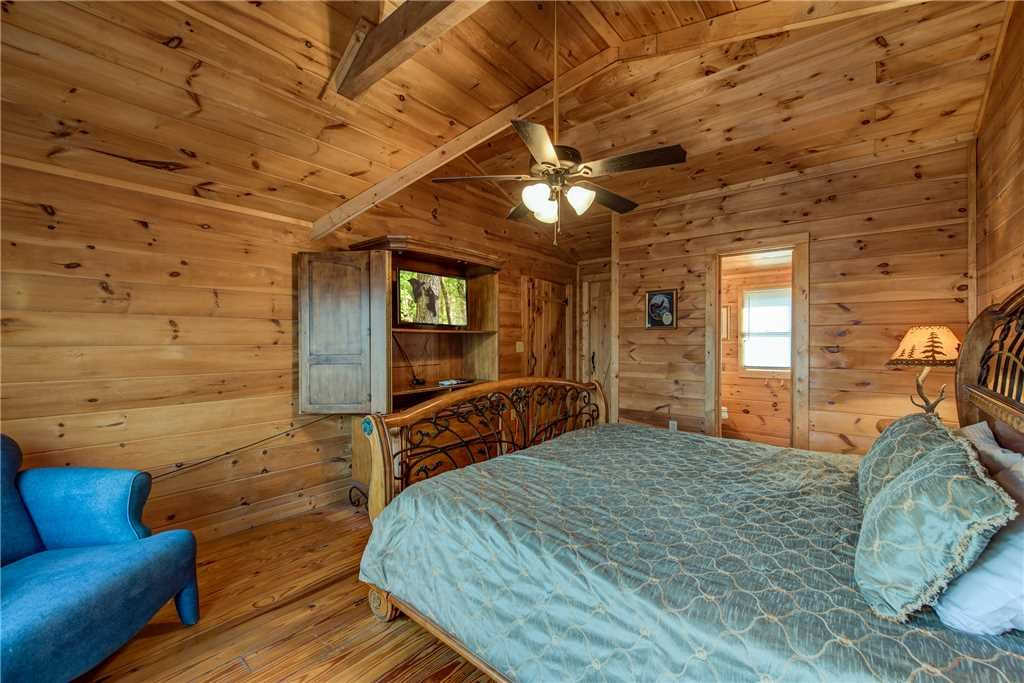 Photo of a Pigeon Forge Cabin named Cocoa Bear - This is the tenth photo in the set.