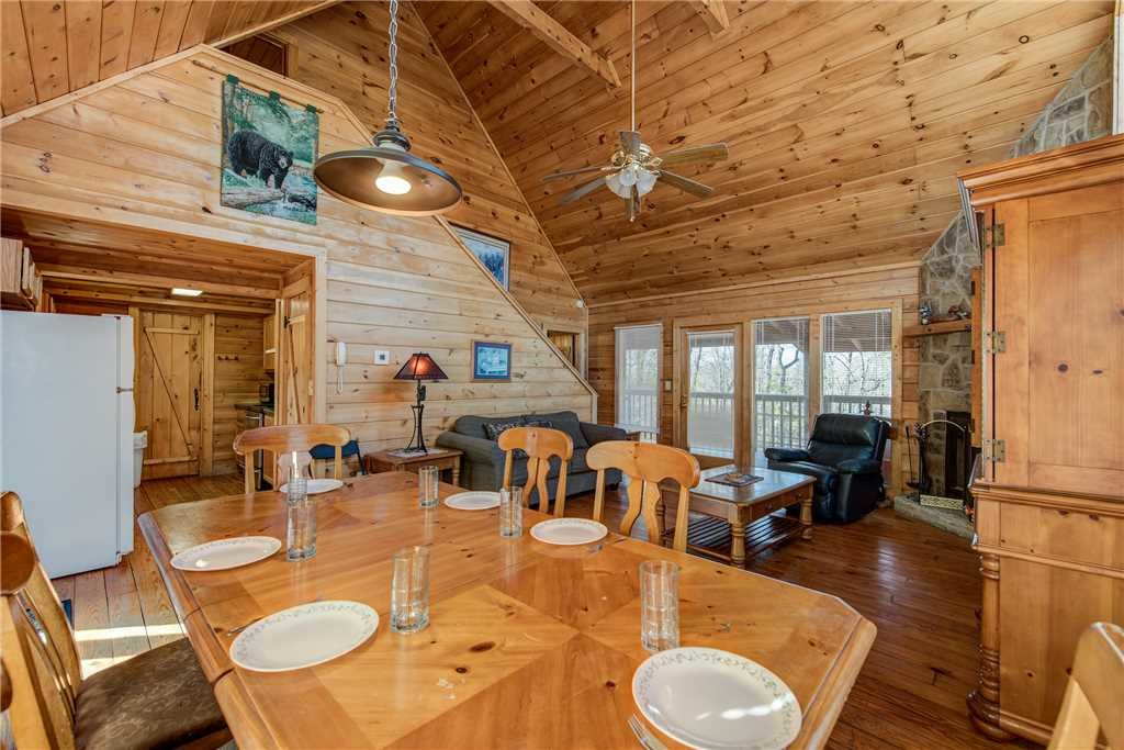 Photo of a Pigeon Forge Cabin named Cocoa Bear - This is the fifth photo in the set.