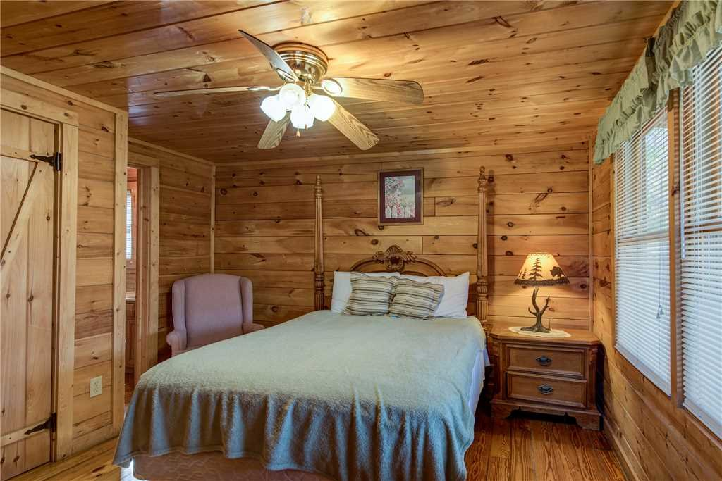 Photo of a Pigeon Forge Cabin named Cocoa Bear - This is the twelfth photo in the set.