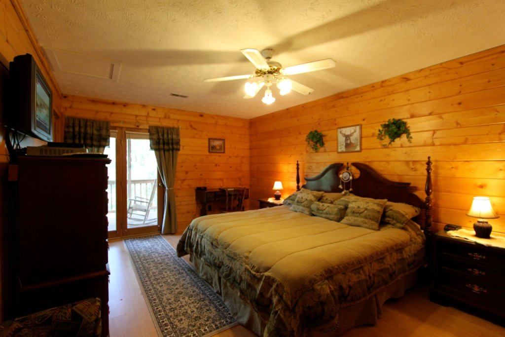 Photo of a Pigeon Forge Cabin named Woodhaven #1741 - This is the seventh photo in the set.