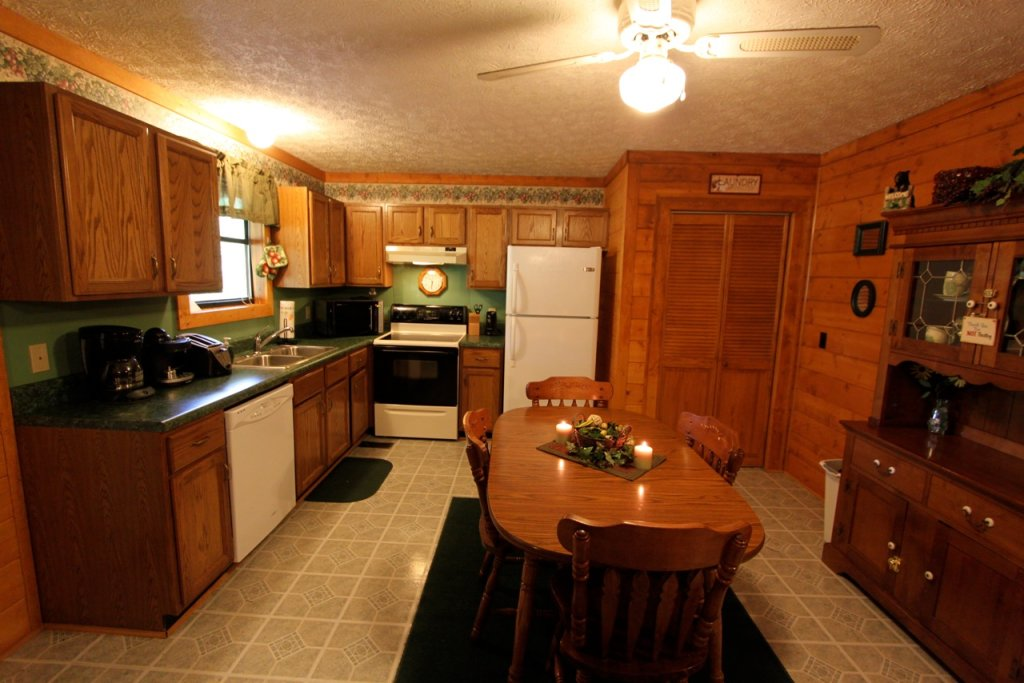 Photo of a Pigeon Forge Cabin named Woodhaven #1741 - This is the tenth photo in the set.
