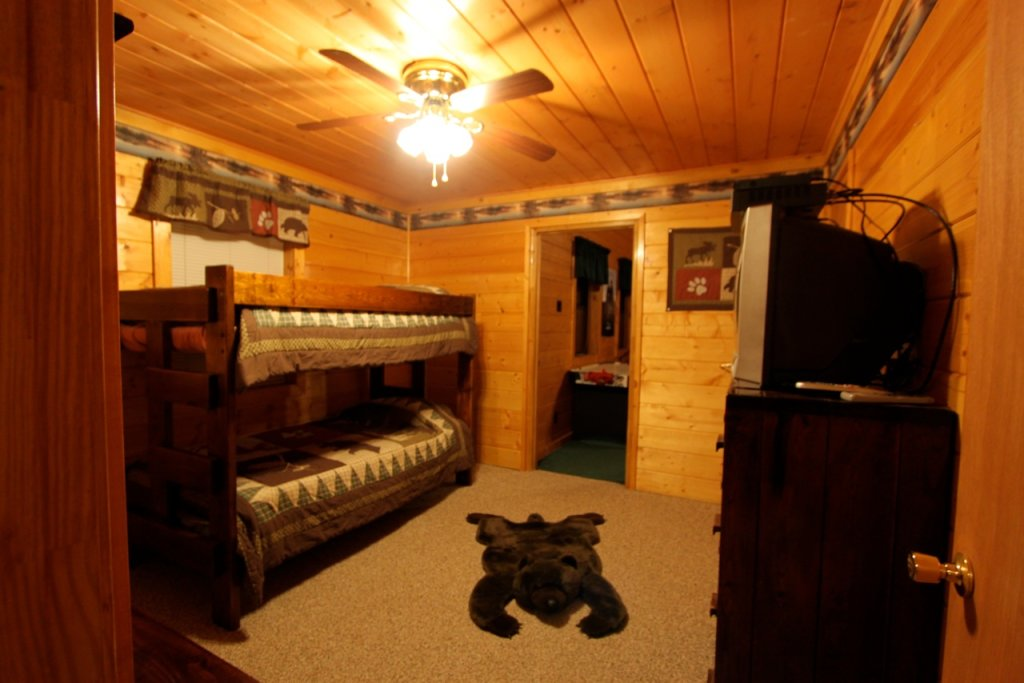 Photo of a Pigeon Forge Cabin named Woodhaven #1741 - This is the sixteenth photo in the set.
