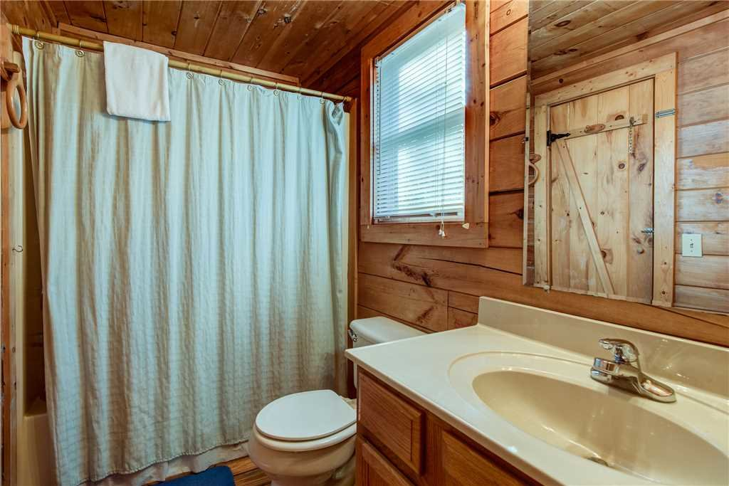Photo of a Pigeon Forge Cabin named Cocoa Bear - This is the fourteenth photo in the set.