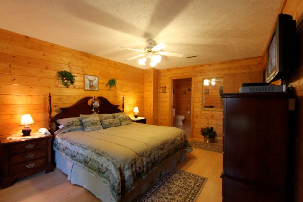 Photo of a Pigeon Forge Cabin named Woodhaven #1741 - This is the seventeenth photo in the set.