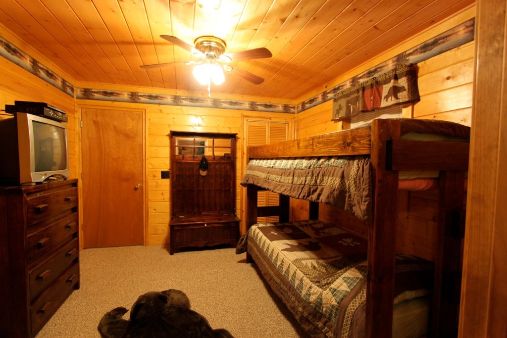 Photo of a Pigeon Forge Cabin named Woodhaven #1741 - This is the ninth photo in the set.