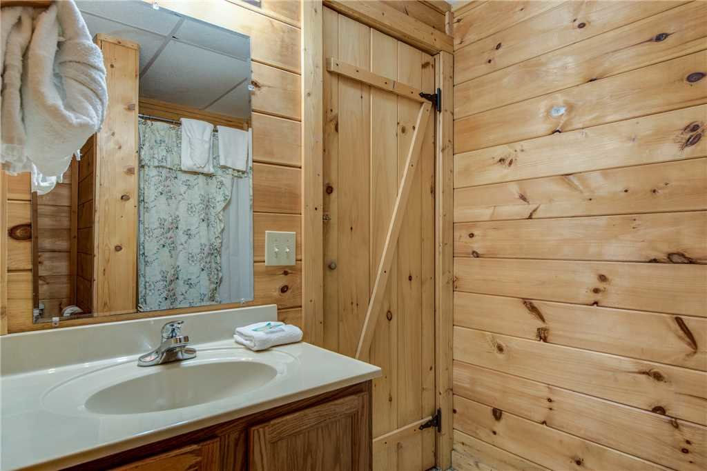 Photo of a Pigeon Forge Cabin named Cocoa Bear - This is the seventeenth photo in the set.