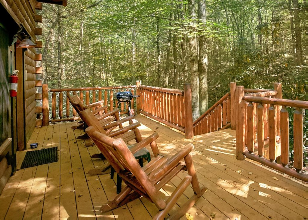Photo of a Pigeon Forge Cabin named Creekside Oasis #3 - This is the third photo in the set.