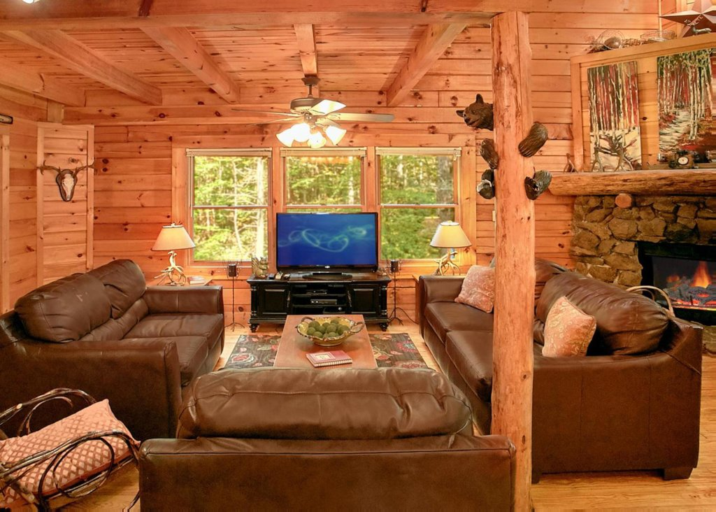 Photo of a Pigeon Forge Cabin named Creekside Oasis #3 - This is the fifth photo in the set.