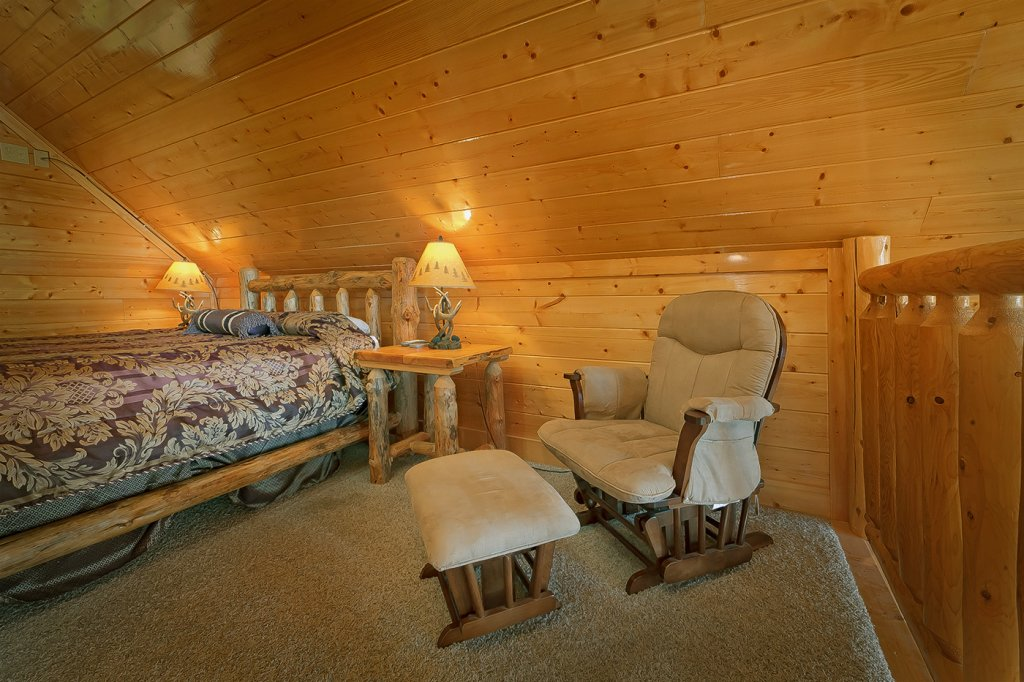 Photo of a Pigeon Forge Cabin named A Glimpse Of Heaven - This is the fourth photo in the set.