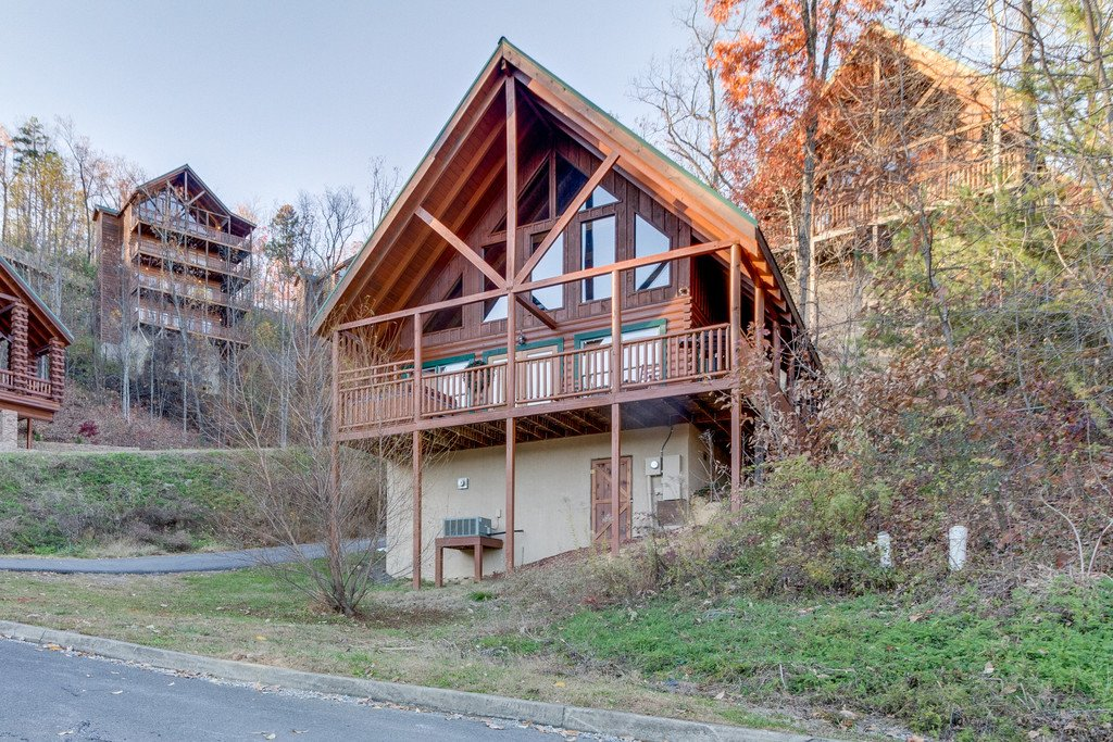 Photo of a Pigeon Forge Cabin named Shaconage Rest - This is the thirtieth photo in the set.