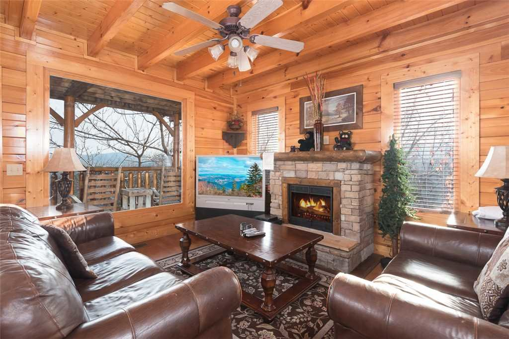Photo of a Pigeon Forge Cabin named Bearly Believable - This is the first photo in the set.