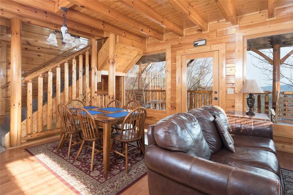 Photo of a Pigeon Forge Cabin named Bearly Believable - This is the second photo in the set.