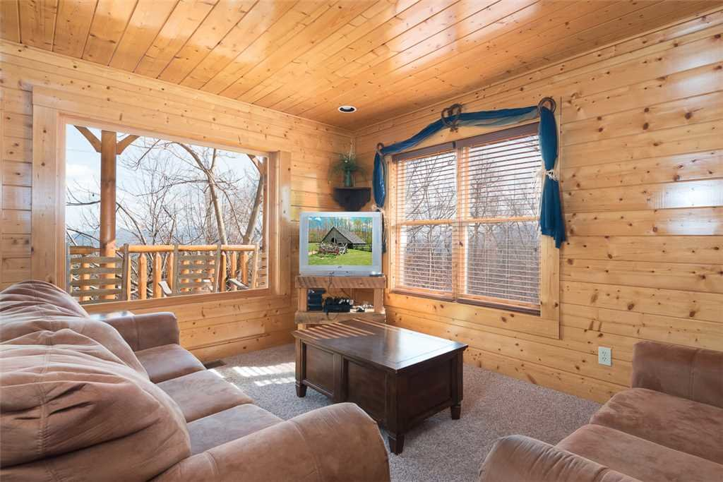Photo of a Pigeon Forge Cabin named Bearly Believable - This is the seventh photo in the set.