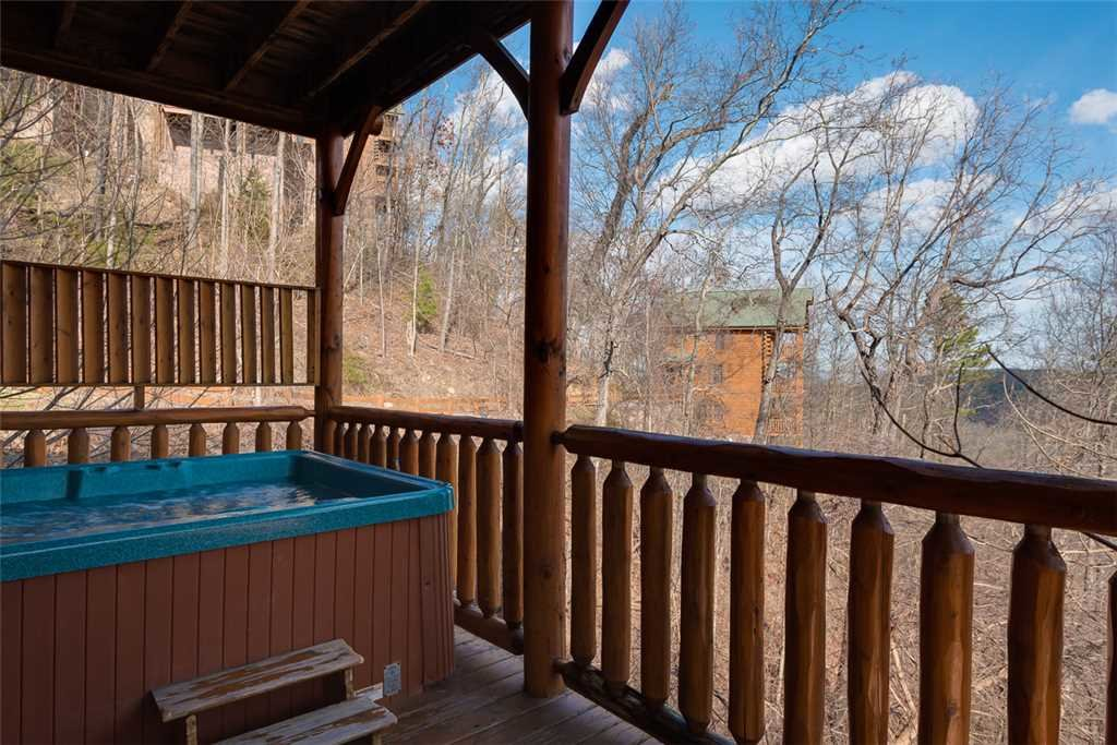 Photo of a Pigeon Forge Cabin named Bearly Believable - This is the eighteenth photo in the set.