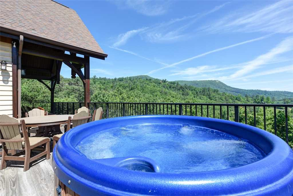 Photo of a Pigeon Forge Cabin named Pool On Summit Point - This is the second photo in the set.