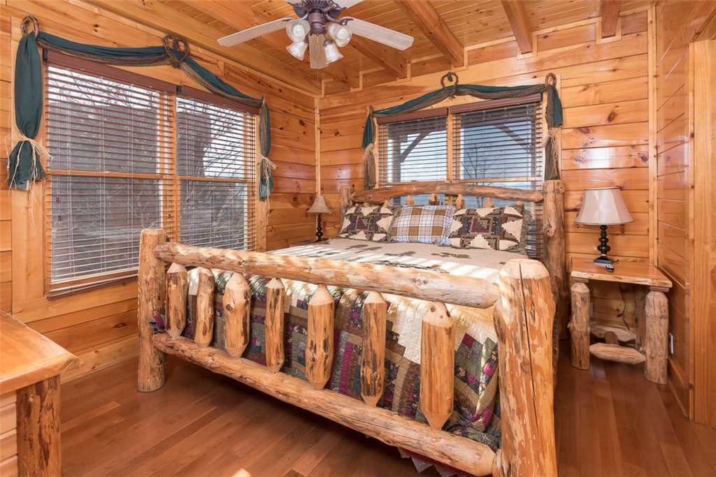 Photo of a Pigeon Forge Cabin named Bearly Believable - This is the fourteenth photo in the set.