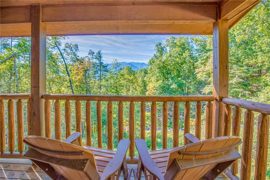 Photo of a Gatlinburg Cabin named Rocky Top Lookout - This is the second photo in the set.