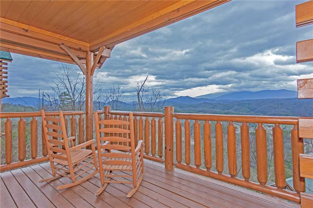 Photo of a Pigeon Forge Cabin named Avalon Mist - This is the fourteenth photo in the set.